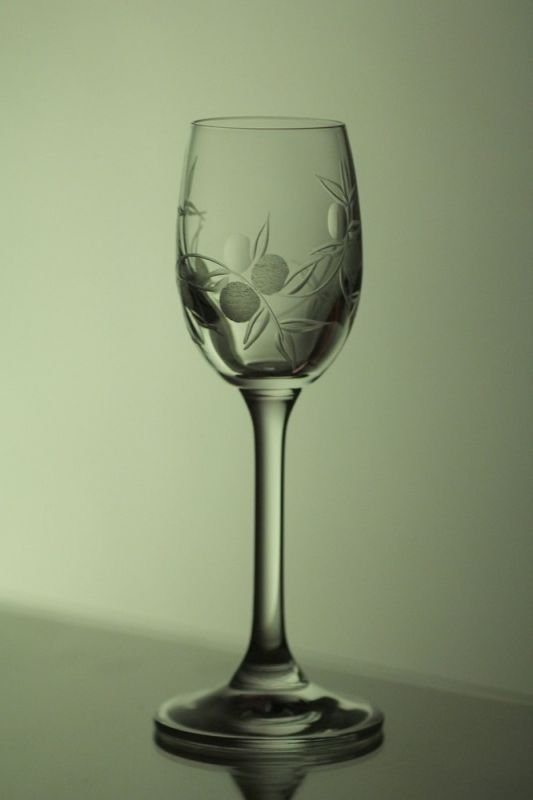 skleničky na likér nebo slivovici 6ks Lara 65 ml,sklenice s rytinou bobule