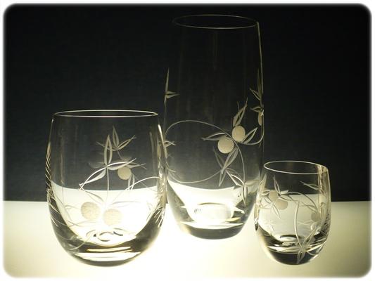 kompletní řada sklenice Club, s rytinou bobule,skleničky na pivo, hwisky a likér,luxusní dárek