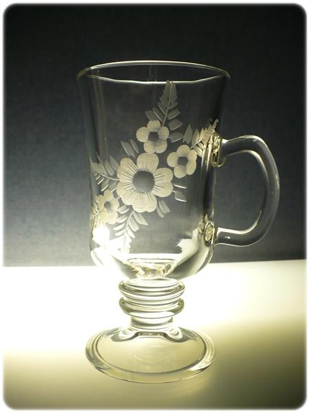 sklenice na kávu nebo latte 1ks venezia s rytinou květin, možnost jména na přání
