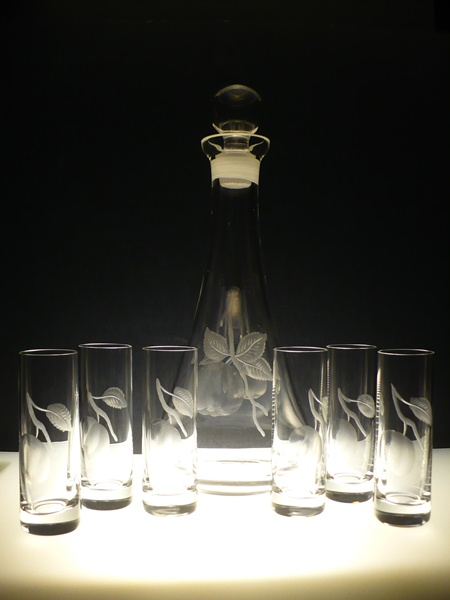 lahev na kalvádos 750ml + 6 ks likér Barline 50ml s rytinou jablek, luxusní dárek