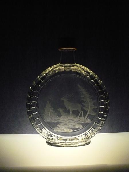 lahev na slivovici (pálenku) 0,7l s rytinou jelena s laní ,dárek pro myslivce