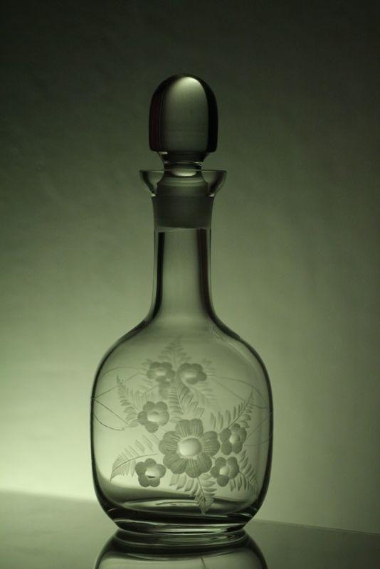 lahev na likér 750ml s rytinou květin, dárek pro muže i ženu
