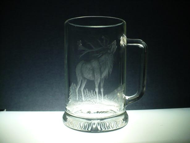 půllitr s rytinou jelena, dárek pro myslivce, možnost jména na přání