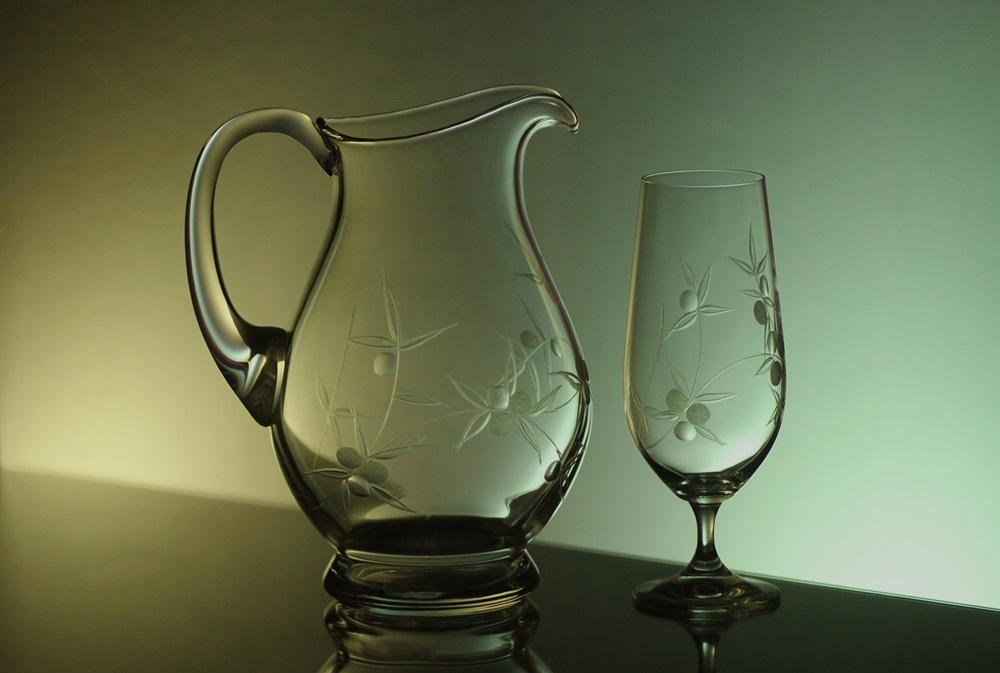 džbán 1,5l + sklenice 2 ks Lara 380 ml na pivo s rytinou bobule, možnost jména na přání
