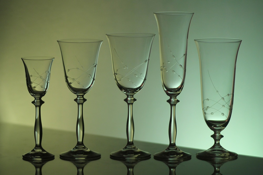 kompletní řada sklenice Angela s rytinou korale, skleničky na likér,bílé i červené víno,šampus a pivo ,luxusní dárek