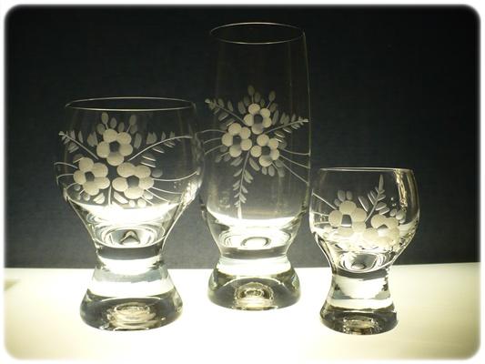 kompletní řada sklenice Gina, skleničky na pivo,víno a likér s rytinou květ,luxusní dárek
