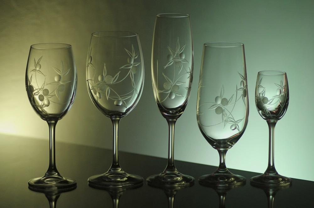 kompletní řada sklenice Lara,skleničky na víno bílé i černené,sekt,pivo a likér s rytinou bobule,luxusní dárek