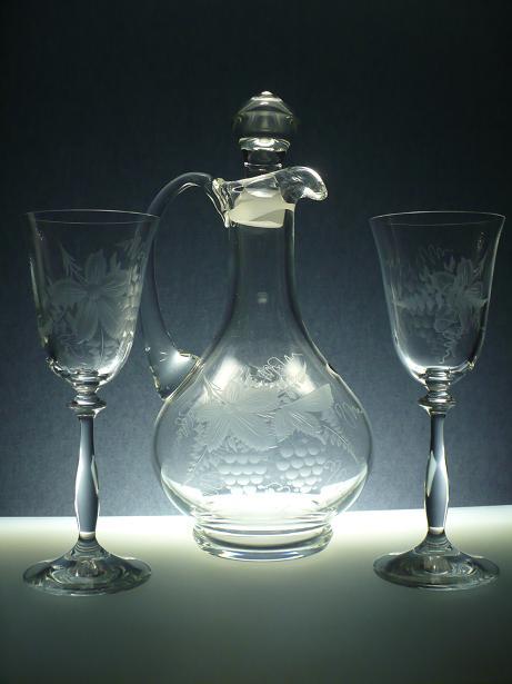 karafa na víno 750ml+ skleničky 2ks Angela 185ml s rytinou vinného hroznu, možnost jména i výročí na přání