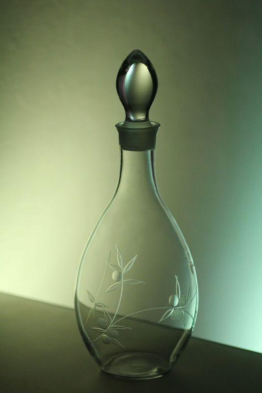 lahev na víno 1l s rytinou bobule, dárek pro muže i ženu